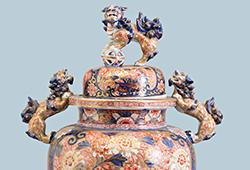 En samling japanskt konsthantverk E267