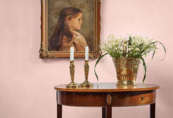Decorate with antiques E533